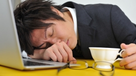 【知ったら志望業界が変わるかも!?】人気企業の異常な労働時間ランキング!