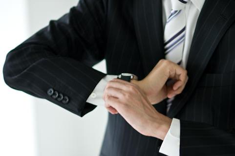 【就活生に腕時計は必要?】