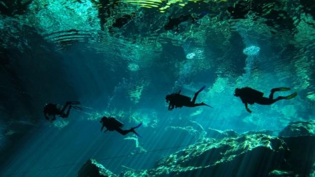 3.地底湖セノーテ(メキシコ)