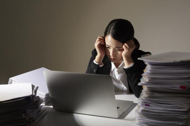 【就活生の業界選び】残業多い!ストレス溜まる!業界・職種ランキング!